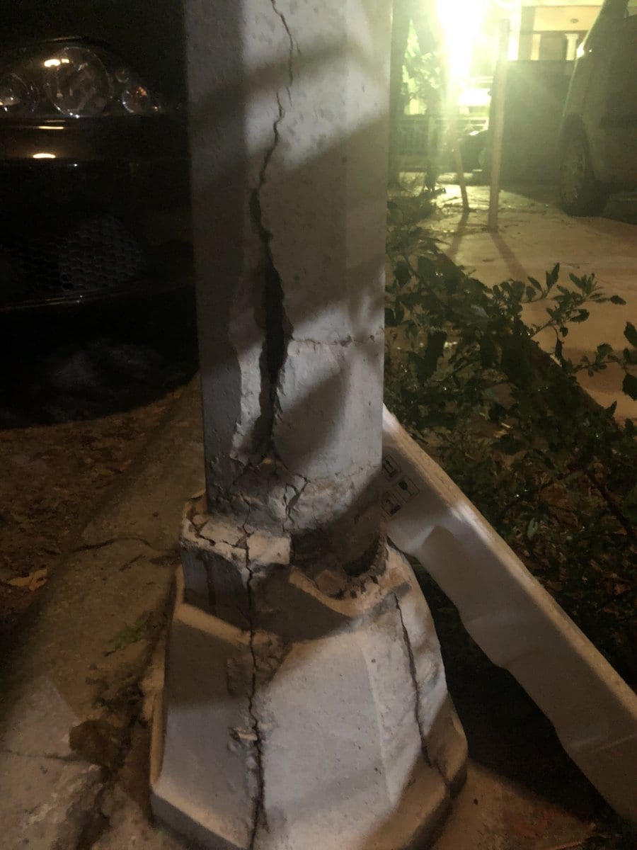Κολώνες φωτισμού έτοιμες να καταρρεύσουν στη Ρόδο