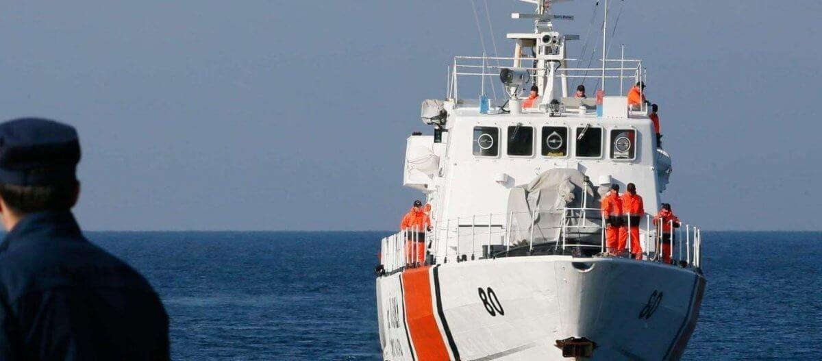 Η τουρκική Ακτοφυλακή απειλεί ενόπλως Έλληνες ψαράδες στην Κάλυμνο (βίντεο)