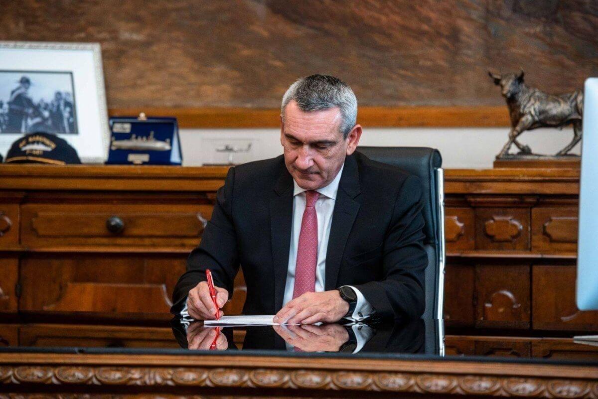 Την αεροπορική σύνδεση Ρόδου – Σύρου ζητά ο Περιφερειάρχης Γιώργος Χατζημάρκος, από τον Υπουργό Υποδομών & Μεταφορών