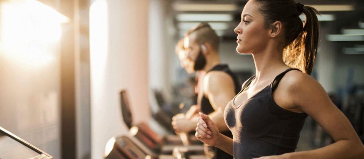 Πως η άσκηση μπορεί και βελτιώνει την ποιότητα του ύπνου – Τα οφέλη της συστηματικής γυμναστικής