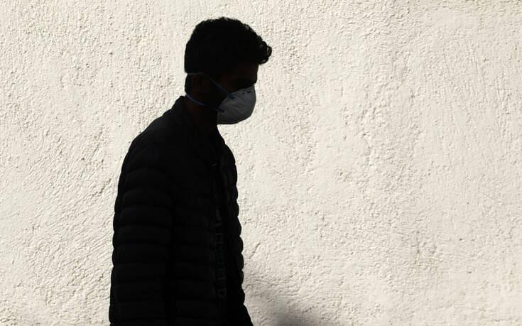 Καθηγητής παθολογίας: Η μετάδοση του ιού μπορεί να γίνεται ευκολότερα – Μένει στον αέρα για τουλάχιστον 1 ώρα