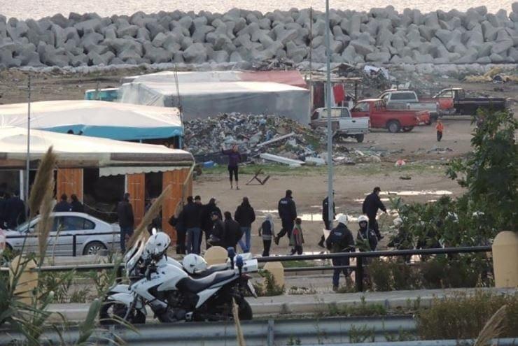 Ρόδος: Επίθεση με πέτρες σε αστυνομικούς και πυροσβέστες στον καταυλισμό των Ρομά!