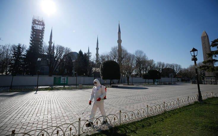 Οι γιατροί φοβούνται «ιταλικές συνθήκες» στην Τουρκία: «Ο λαός είναι απείθαρχος»