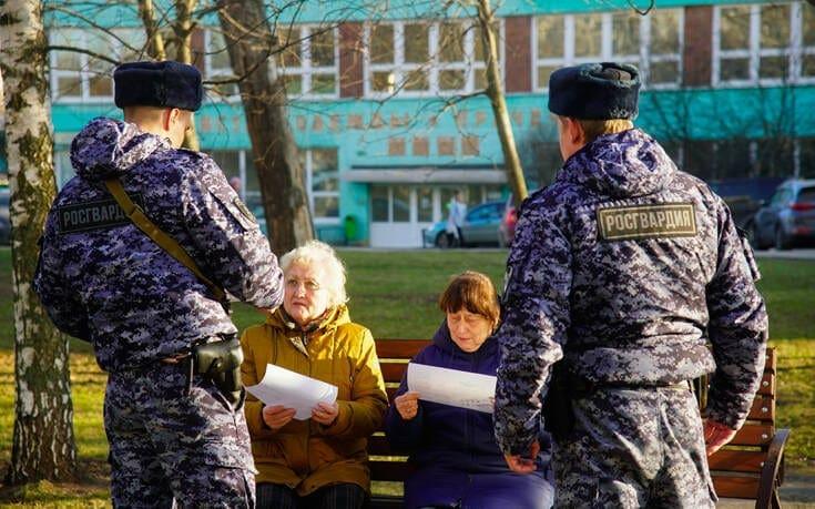 Κορονοϊός: Η Μόσχα κλείνει εστιατόρια, καφέ μπαρ και εμπορικά καταστήματα – Απαγόρευση εξόδου στους άνω των 65
