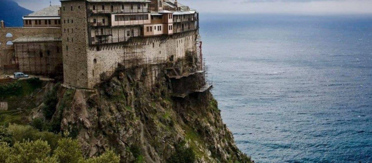 Άγιο Όρος: Σε καραντίνα 50 προσκυνητές που επέβαιναν στο ίδιο καράβι με τον μοναχό
