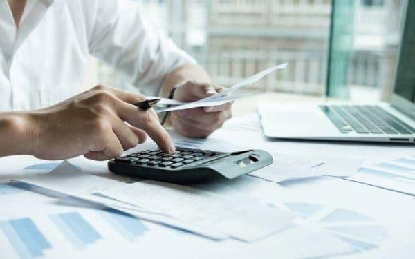 Τι ισχύει για την έκπτωση 25% στην καταβολή φόρων και για τις επιταγές