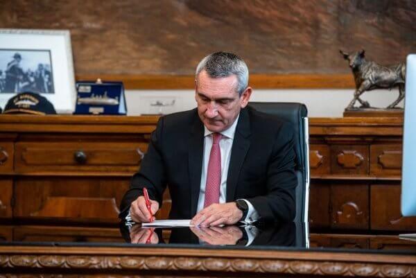 """Η Περιφέρεια παρατείνει τη χρηματοδότηση του Κέντρου """"Ελπίδα"""" μέχρι και το 2023,  με διπλασιασμό των πόρων, ύψους 1,15 εκατ. €"""