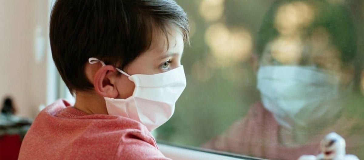 «Η μάσκα για τα παιδιά κάτω των δύο ετών αυξάνει τον κίνδυνο πνιγμού»