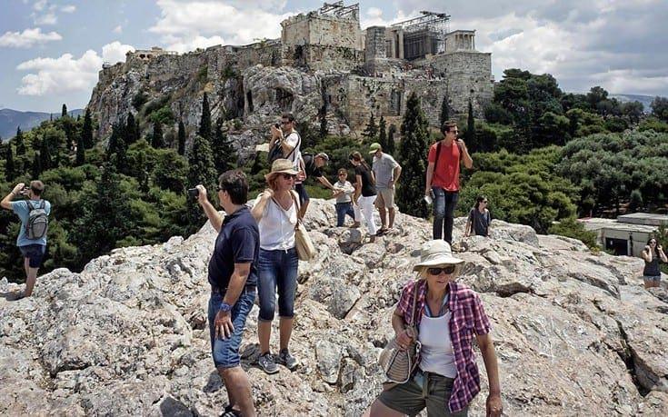 Θεοχάρης στο CNN: Όλοι θα λειτουργήσουν για να διασφαλιστεί η υγεία των τουριστών
