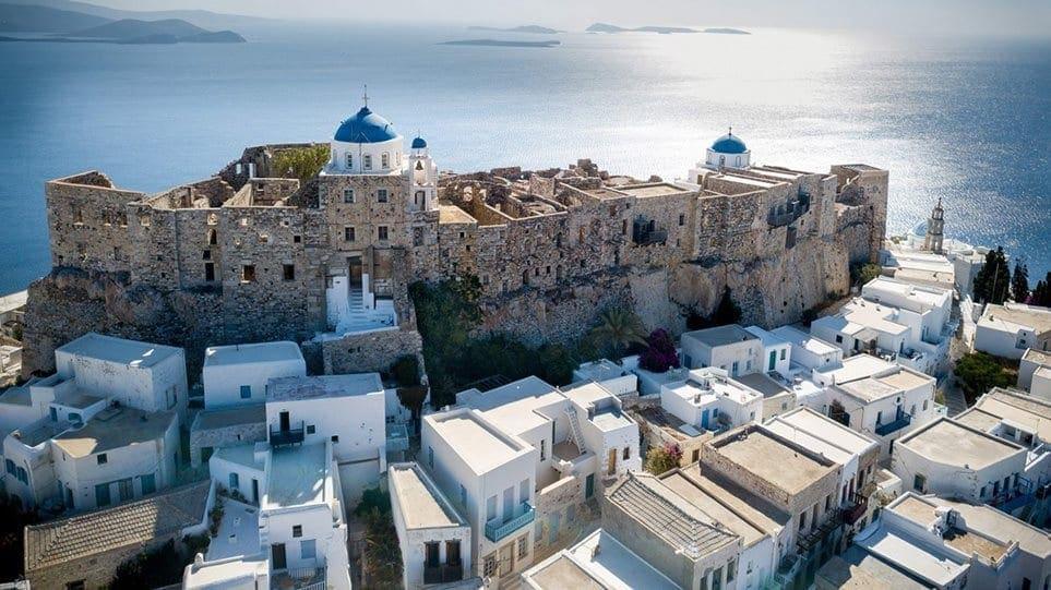 Daily Mail: Οι Βρετανοί απαγορεύεται να πάνε διακοπές στην Ελλάδα όταν ανοίξει τα σύνορά της