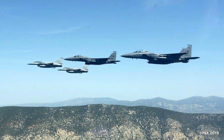 Ελληνικά πολεμικά πέταξαν πάνω από τα Σκόπια για να χαιρετίσουν την ένταξη της Βόρειας Μακεδονίας στο ΝΑΤΟ