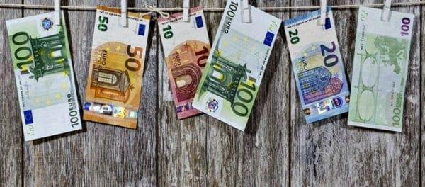 Επίδομα 534 ευρώ: Πότε θα πιστωθεί στους λογαριασμούς – Ανακοίνωση του Yπ. Εργασίας