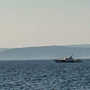 Ρόδος : Παραμένει έξω απο την Κρεμαστή-Παραδείσι το τούρκικο λιμενικό (φωτό)