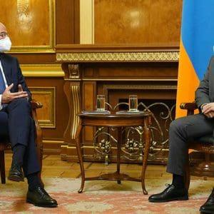 Συνάντηση Δένδια με τον πρόεδρο και τον πρωθυπουργό της Αρμενίας στο Ερεβάν