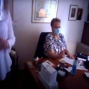 """Παρέμβαση του Ρουβίκωνα στο ιατρείο της Ελένης Γιαμαρέλλου για τις """"αντιεπιστημονικές της θέσεις"""""""